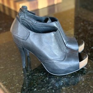 Vince Camuto Size 9 Peep Toe Heel/Booties